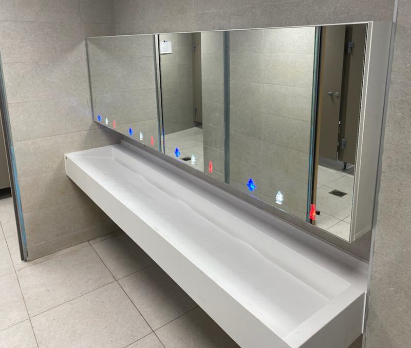 Module miroir pour l'hygiène des espaces sanitaires publics  installation collective